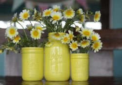Make Your Own Painted Mason Jar Centerpieces