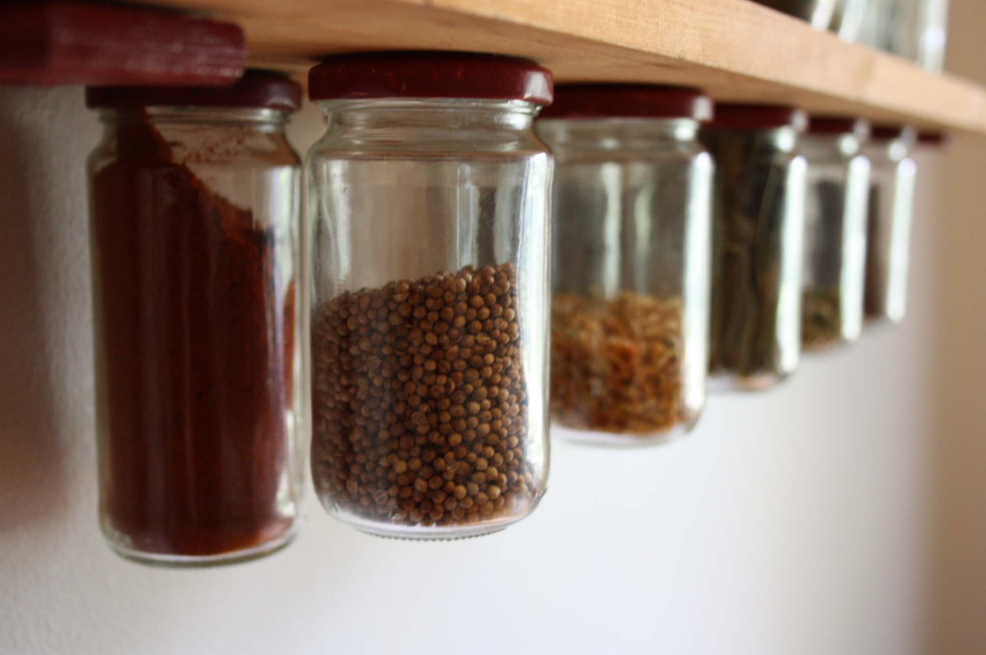 Great Mason Jar Magnetic Spice Rack